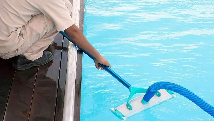 Pool Deck Maintenance Mistakes That Must be Avoided at Any Cost